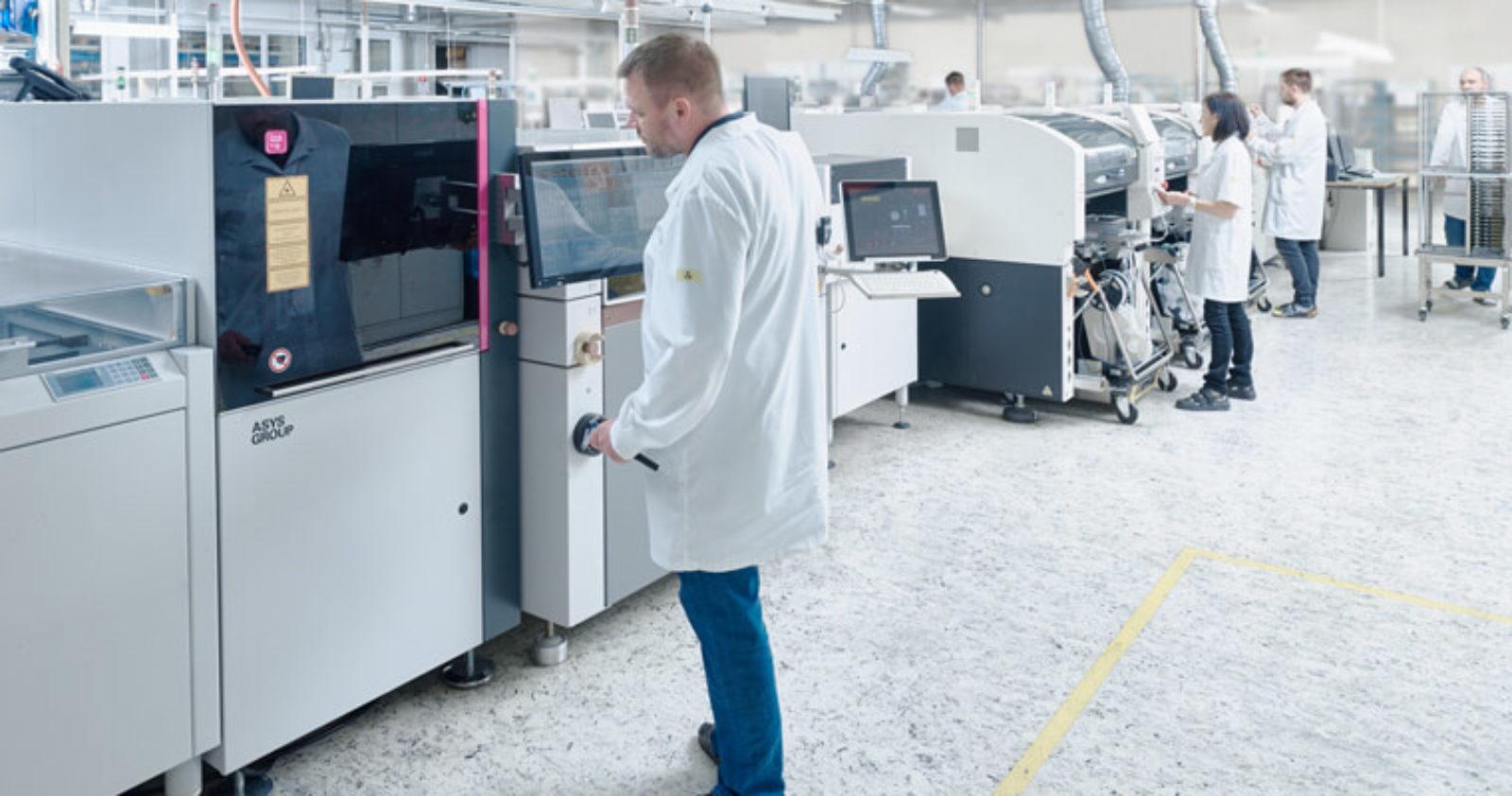 Bei Technosert kommt in der EMS-Serienfertigung die SMT-Technologie zum Einsatz