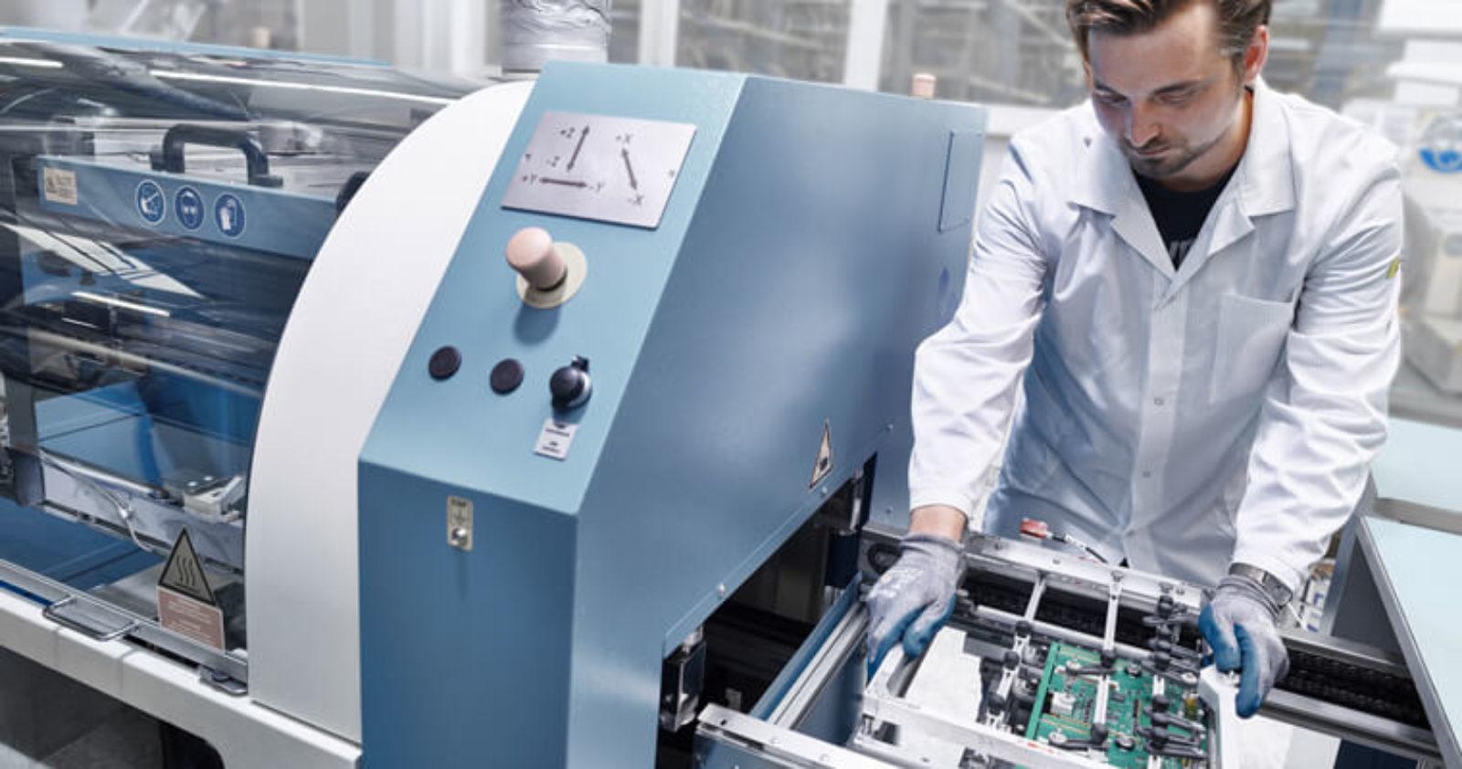 Bei Technosert kommt in der EMS-Serienfertigung die THT-Technologie zum Einsatz